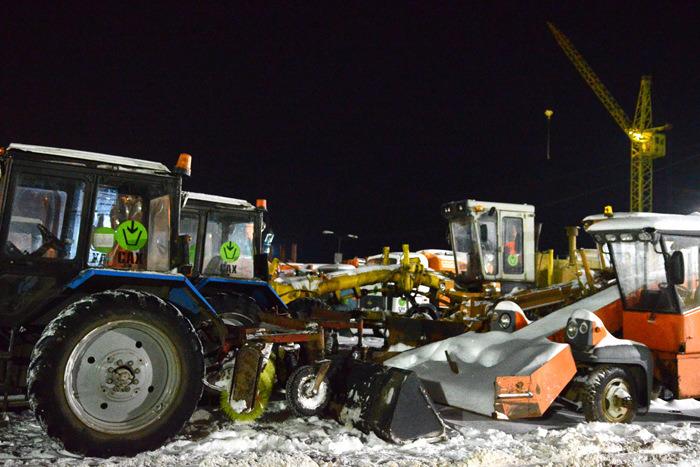 Дорожные службы приобрели 10 единиц новой техники для уборки снега