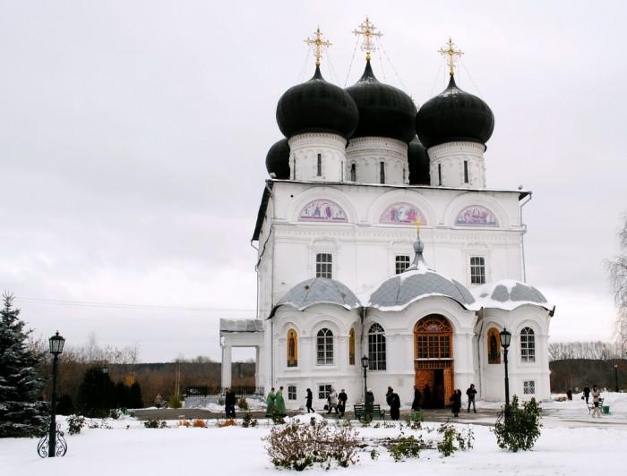 Патриарх Кирилл лишил сана протодиакона Вятской епархии