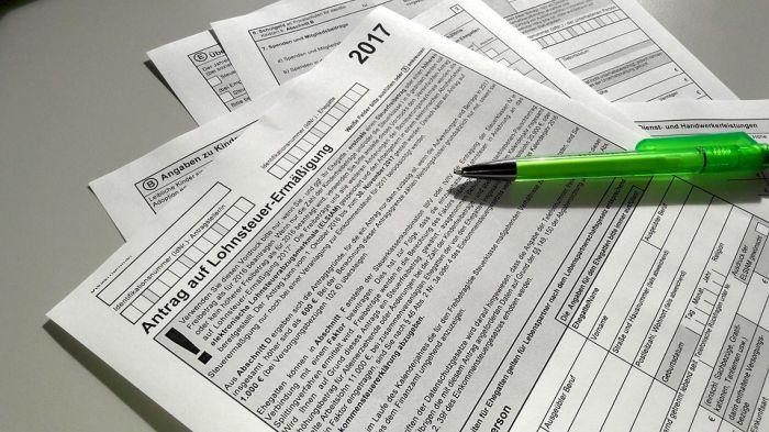 Двух депутатов лишили полномочий после проверки деклараций о доходах