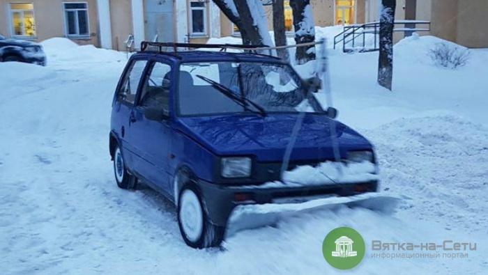 На дорогах Кирова заметили снегоуборочную «Оку»
