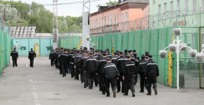 Вколонии вОмутнинском районе осужденная напала насотрудника УФСИН
