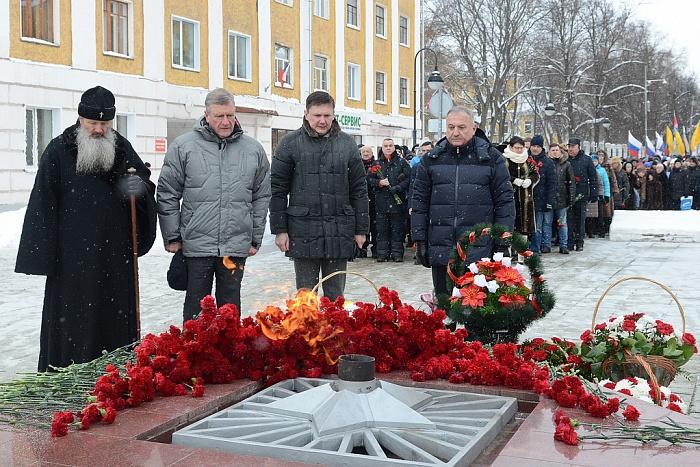 Игорь Васильев поздравил кировчан с Днём защитника Отечества
