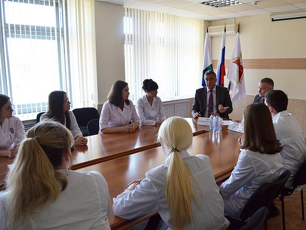 Минздрав: 111 врачей получили единовременные выплаты в 1 млн рублей