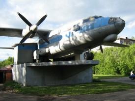 Кировчане бьют тревогу: самолет на Филейке обнесли забором