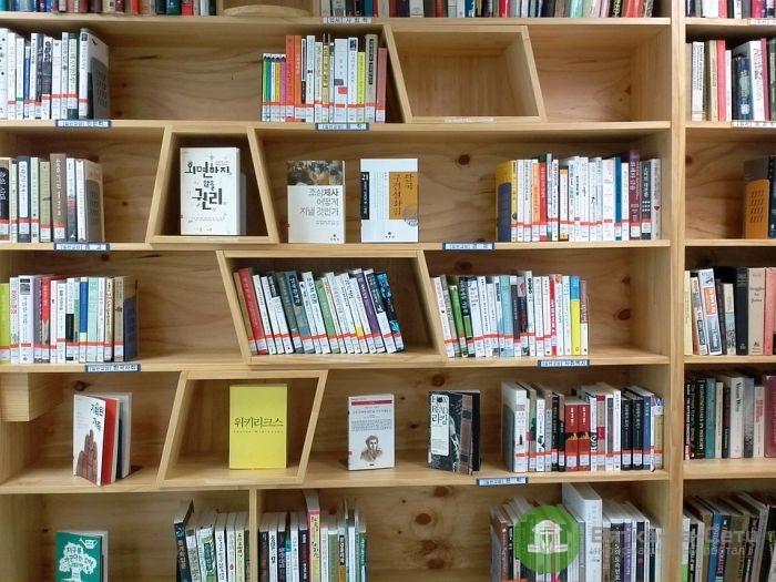 Практичные советы по выбору книжного шкафа