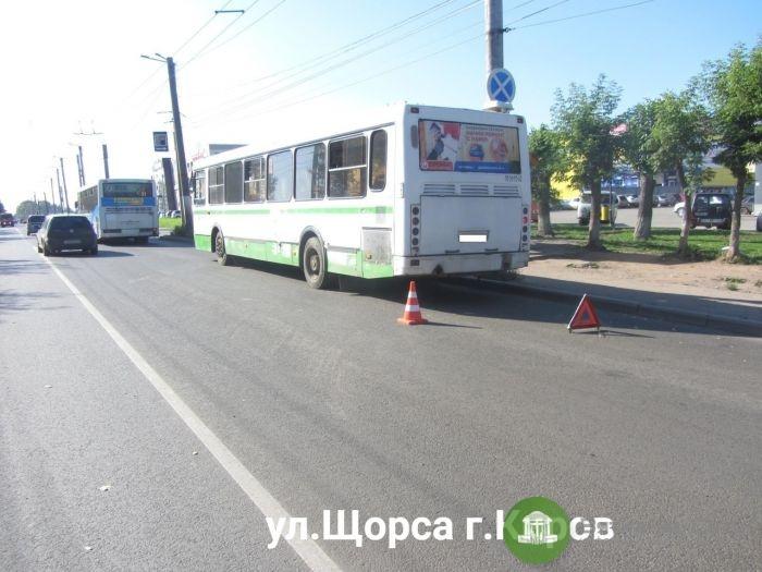 В Кирове в автобусе годовалую девочку засыпало стеклом