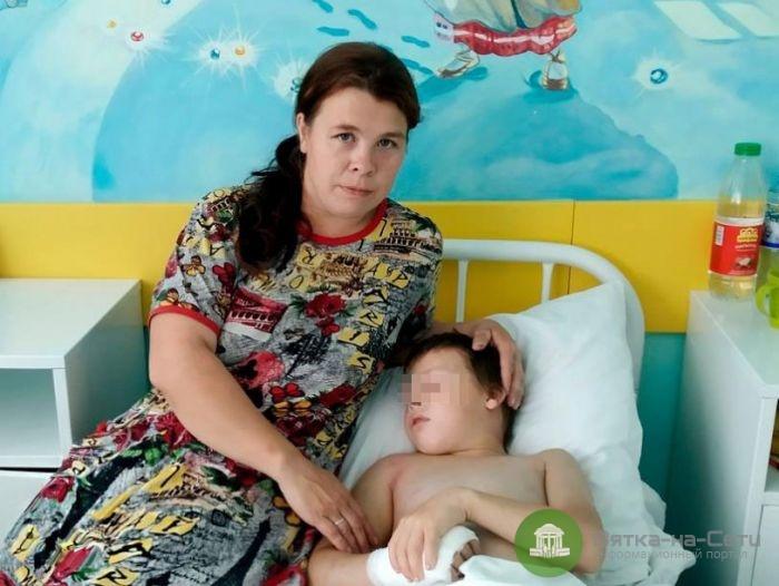 Кировские медики спасли мальчика, которого укусила гадюка
