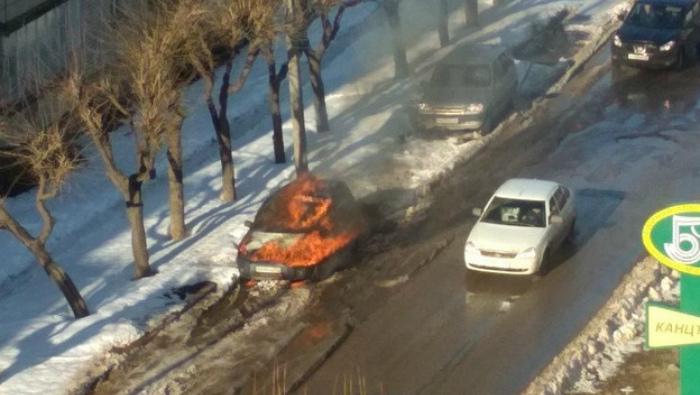 Вчера в Кирове на ул. Хлыновская загорелся автомобиль
