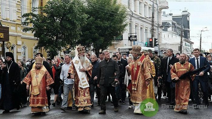 Участие в Великорецком крестном ходе принимают 27 тысяч паломников