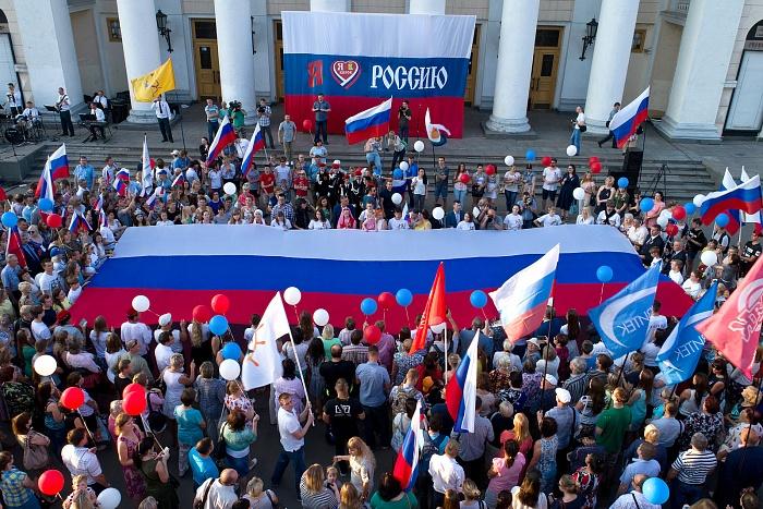 В Кирове состоялась акция, посвящённая Дню Государственного флага РФ