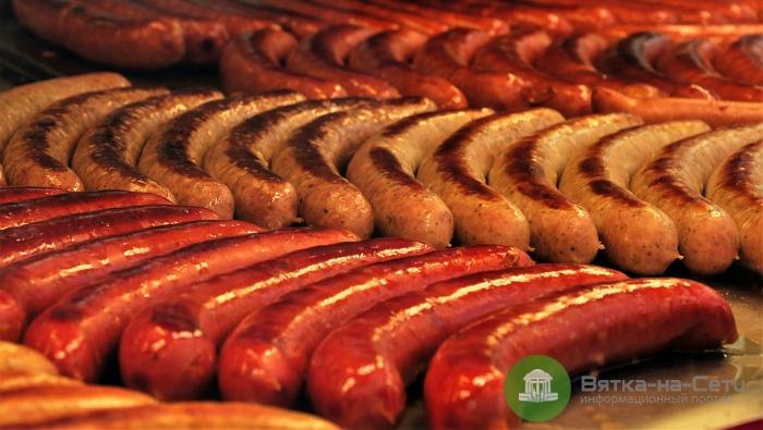 В одном из кировских магазинов нашли опасные сосиски и пельмени