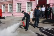 Кировской школе №40 показали, как правильно тушить пожар