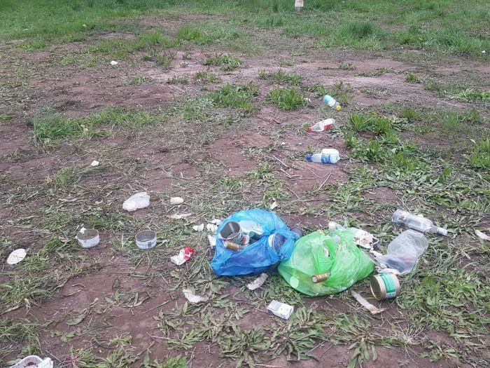 После стоянки паломников в с. Бобино остались горы мусора (фото)