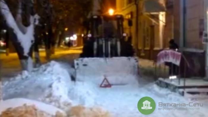 В Кирове снегоуборочный трактор сбил пенсионерку