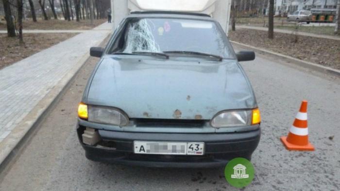 В Кирове авто сбило 14-летнюю девочку, ребенок госпитализирован