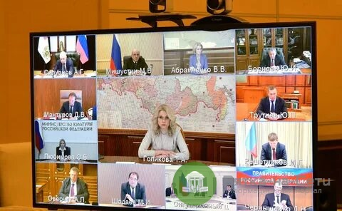 Продлят ли нерабочие дни в России? Попова (Глава Роспотребнадзора РФ) выступает за продление самоизоляции. Голикова считает, что нужно смотреть по конкретным регионам.