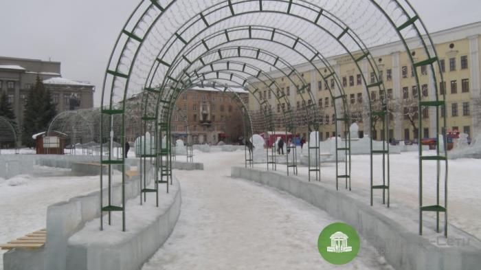 Ледовый городок на Театральной площади демонтируют