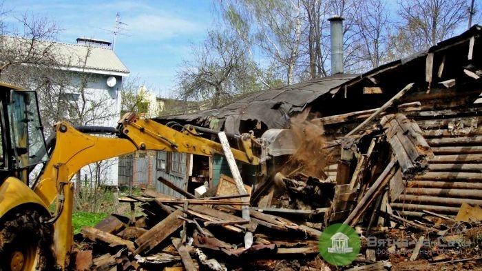 В Кирове мэрия обязала жителей аварийного дома снести его