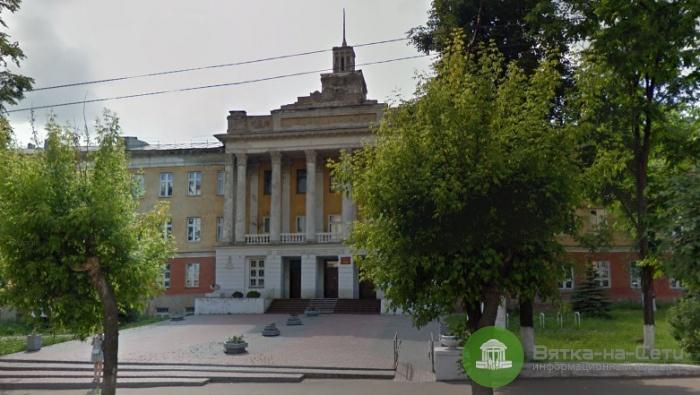 Фасад лесопромышленного колледжа отремонтируют к концу июля