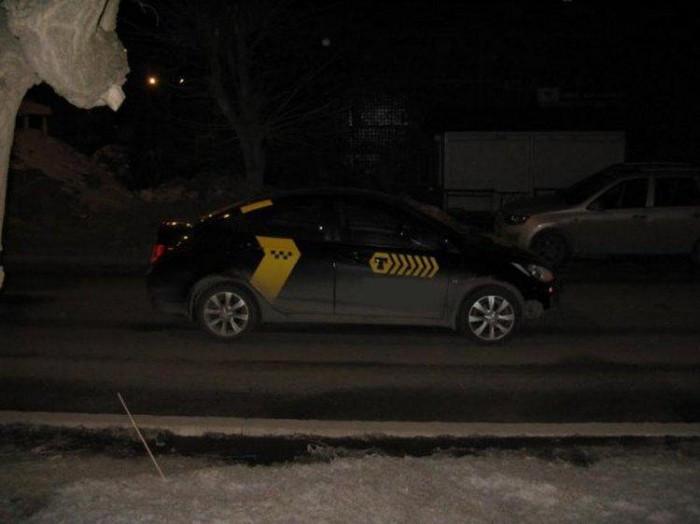 В Кирове под колеса такси попала 8-летняя девочка