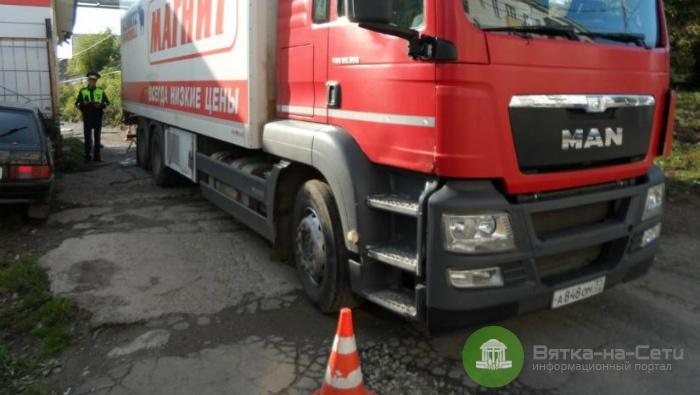 В Кирове грузовик переехал пешехода