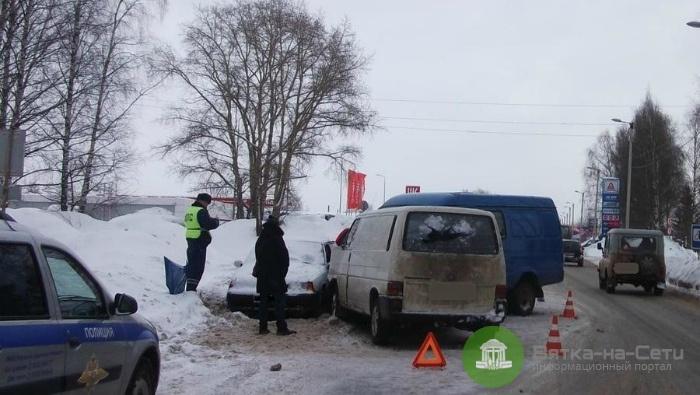 В массовом ДТП в Нововятске пострадали четыре человека