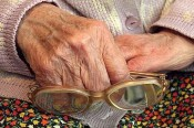 50 000 рублей перечислила пенсионерка в Кирове телефонному мошеннику