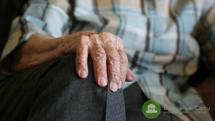 Кировчанин избил свою бабушку палкой, требуя денег