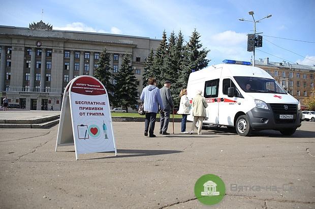 В Кирове увеличили количество мобильных прививочных бригад