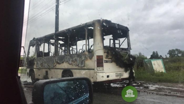 В Кирове автобус загорелся во время движения