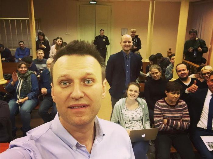 Суд вынес обвинительный приговор Навальному и Офицерову