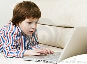В Белой Холунице мужчина отобрал ноутбук у 9-летнего мальчика