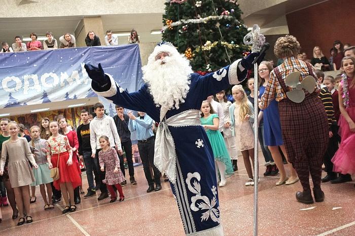 360 школьников приняли участие в Новогодней ёлке губернатора