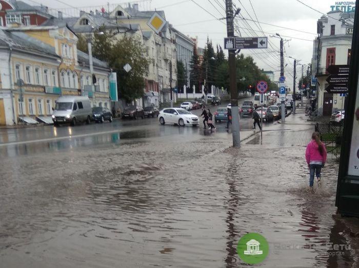 ОНФ просят решить проблему с затоплением тротуаров на Ленина