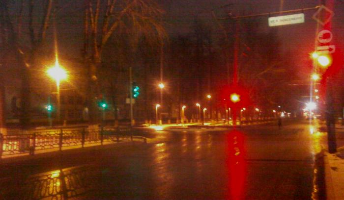 Неизвестный водитель сбил пожилого человека на Октябрьском проспекте