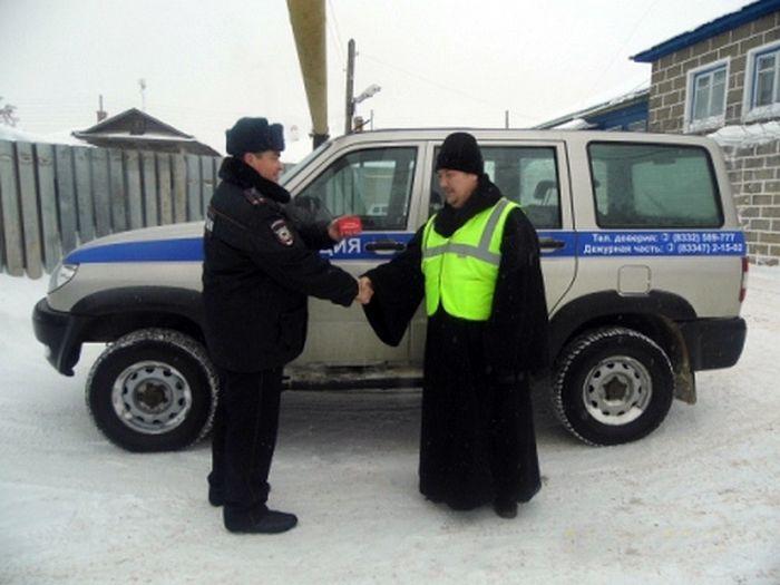 Настоятель собора вступил в ряды народных дружинников