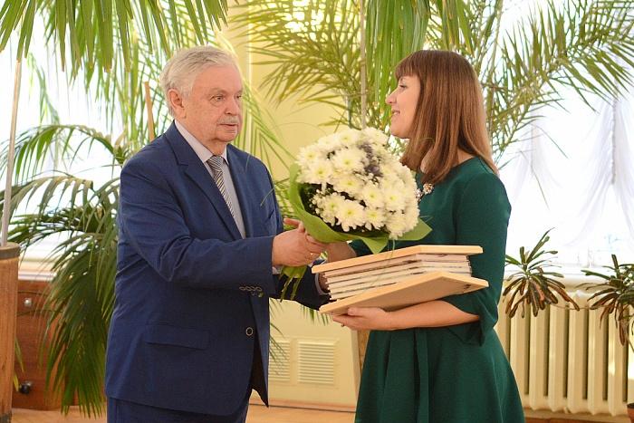 Премии имени Тепляшиной удостоились 3 педагога города Кирова