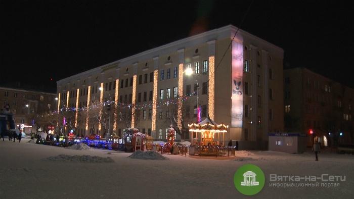 На Театральной площади установили первые фонари в рамках энергосервисного контракта