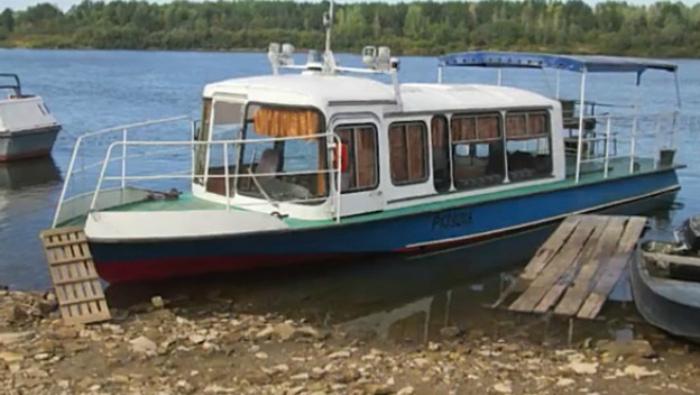 Кировчанин из старого автобуса построил яхту