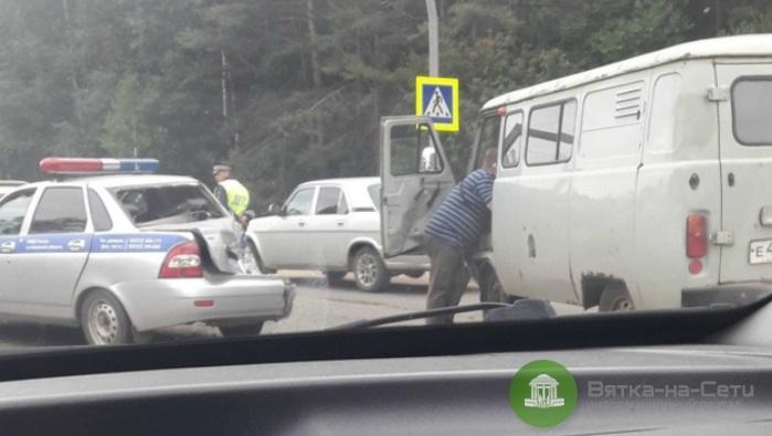 На Советском тракте УАЗ столкнулся с машиной ДПС