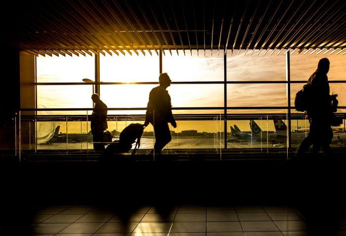 Путь к самолету в аэропорту - марафон для пассажира