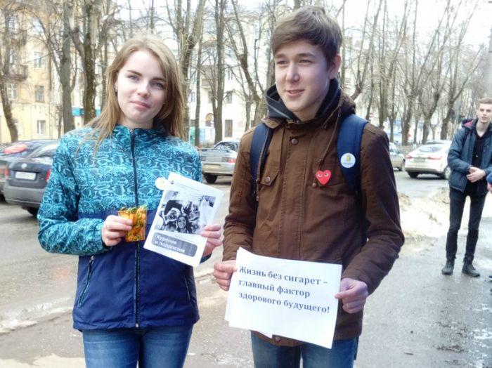 В Кирове волонтеры меняли сигареты на конфеты