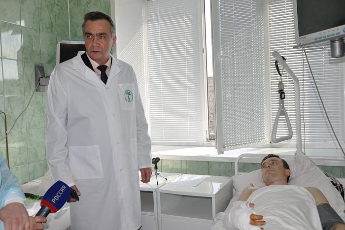В «Поднебесной» хирурги пришили мужчине отрезанную руку кноге испасли конечность